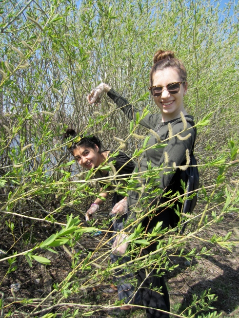 Hibih and Sophia from CRL in the bush. Lots of trash there...