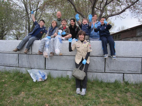 Cubs from Pack 56 cleaned up the park as they learned about good citizenship last Thursday.