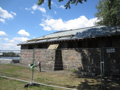 The Powder Magazine gets a new roof!